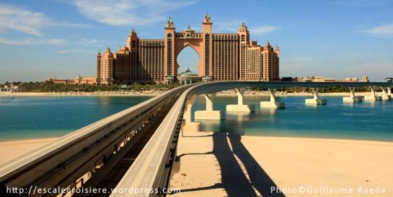 Atlantis depuis le monorail