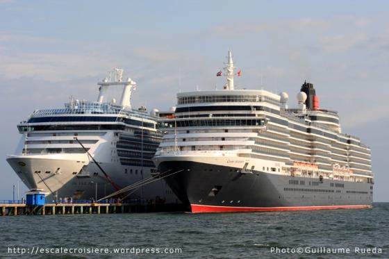QE2 et Island Princess Puntarenas