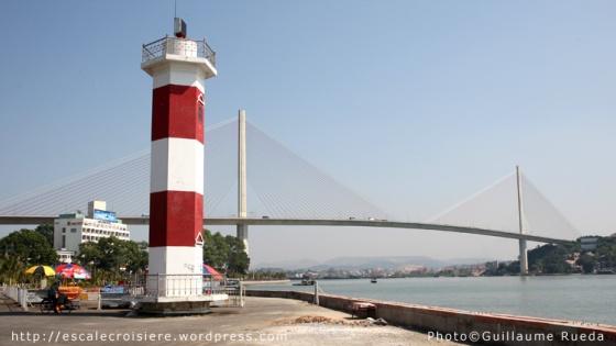 Baie d'Halong pont suspendu