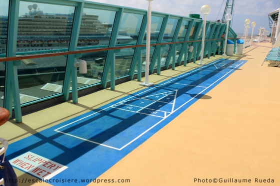 Shuffle board - Vision of the Seas