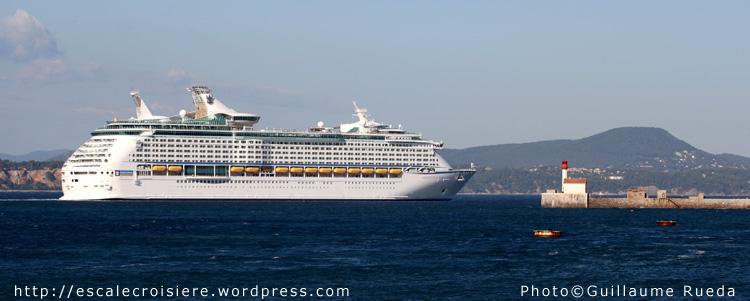 Adventure of the Seas quittant la rade de Toulon