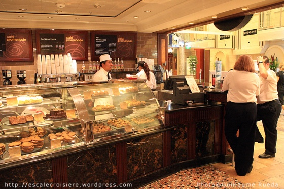 Liberty of the Seas - Café Promenade