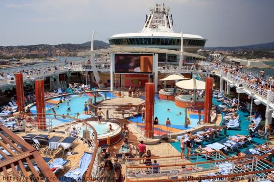 Liberty of the Seas - Piscine pour tous avec écran géant et jacuzzis