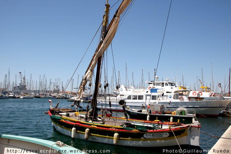 Pointu sur le port de Toulon