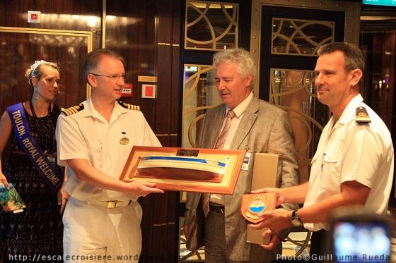 Royal Princess - Escale inaugurale à Toulon - Cérémonie d'échanges de cadeaux
