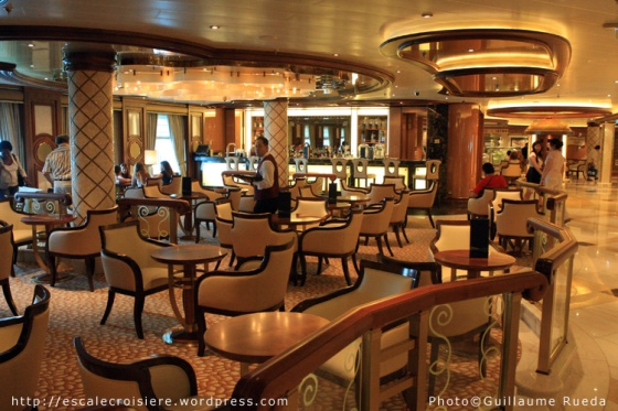 Royal Princess - The Piazza - Bar