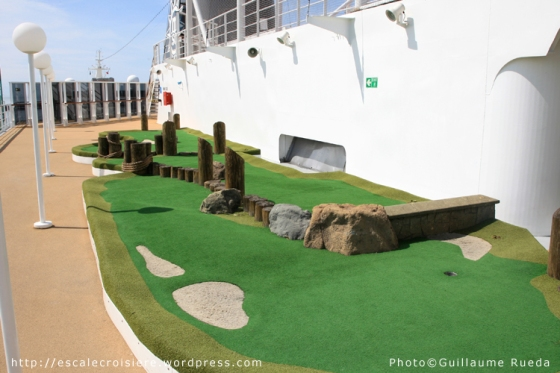 MSC Armonia - Mini Golf
