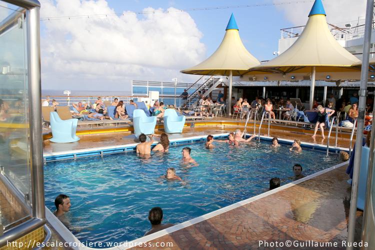 Costa luminosa piscine lido delphinus escale croisi re - Costa luminosa piscine ...