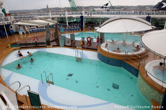 Adventure of the Seas - Piscine