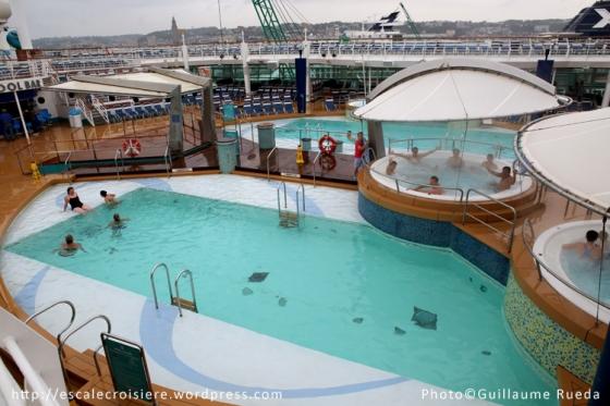Adventure of the Seas - Piscine