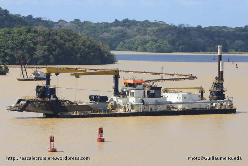 Canal de Panama - Lac Gatun - Engins de travaux