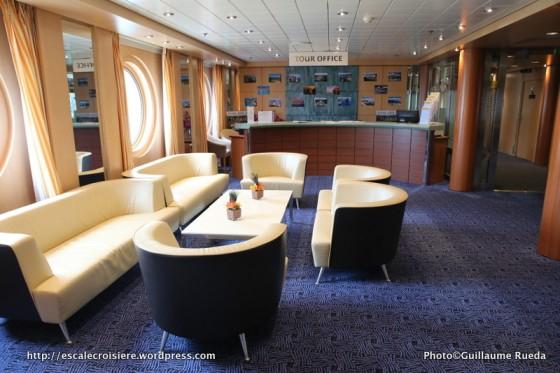 Costa neoRiviera - Bureau des excursion et conciergerie