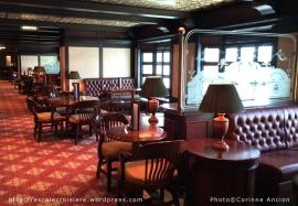 Queen Elizabeth - Golden Lion Bar
