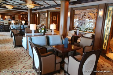 Queen Elizabeth - Midship Bar