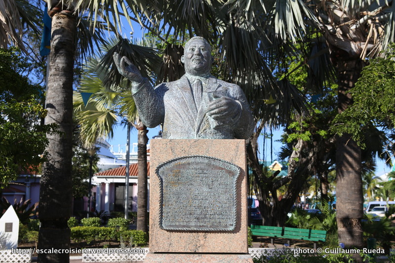 Nassau - Rawson square - Statue de Sir Milo