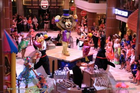Quantum of the Seas - Royal Esplanade - Parade DreamWorks