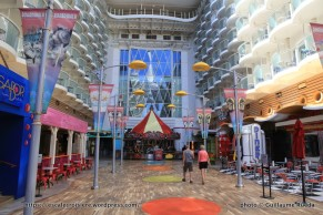 Oasis of the Seas - Boardwalk