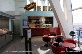 Anthem of the Seas - Seaplex avec food truck dog House
