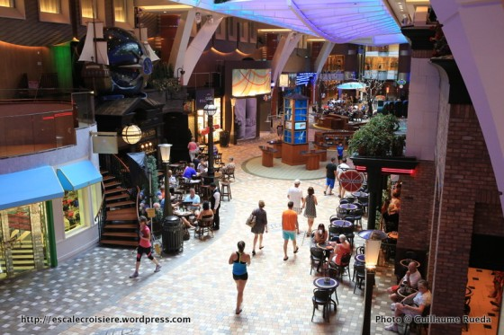 Allure of the Seas - Royal Promenade