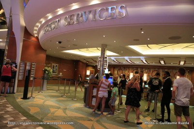 Allure of the Seas - Royal Promenade - Bureau information - Guest service