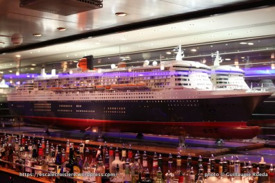 Queen Mary 2 - Commodore Club Bar