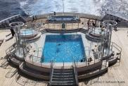 Queen Mary 2 - Piscine extérieure pont 8