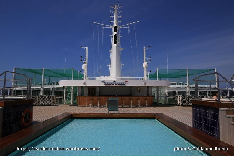 Queen Mary 2 - Piscine splash pool pont 13