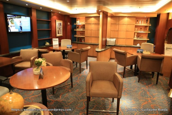 Allure of the Seas - Espace Club - Crown & Anchor