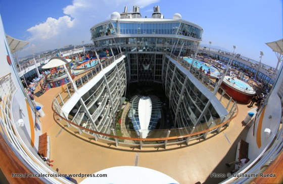 Allure of the Seas - Pool and Sports zone - Vue Central Park