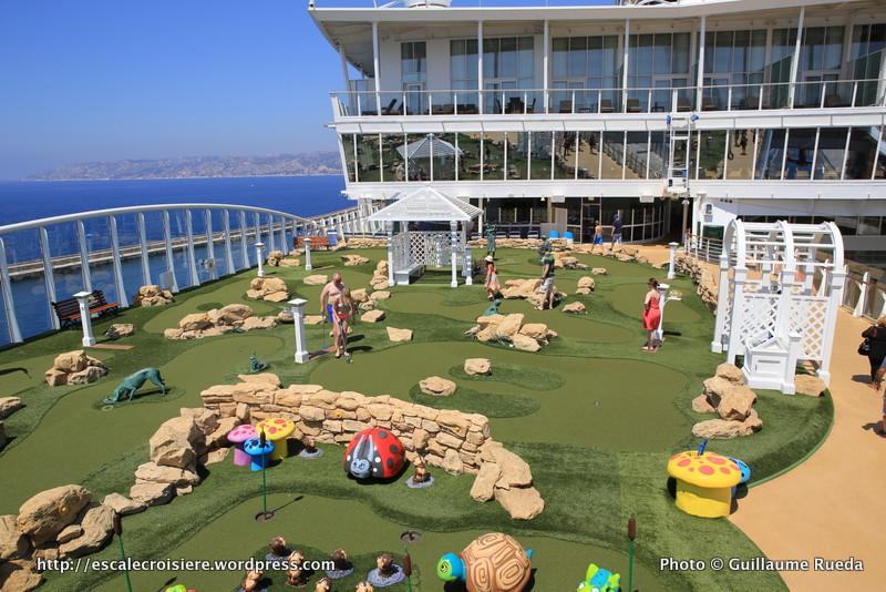 Allure of the Seas - Pool and Sports zone - Mini golf