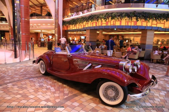 Allure of the Seas - Royal Promenade - Café Promenade