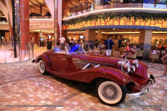 Allure of the Seas - Royal Promenade - Café Promenade