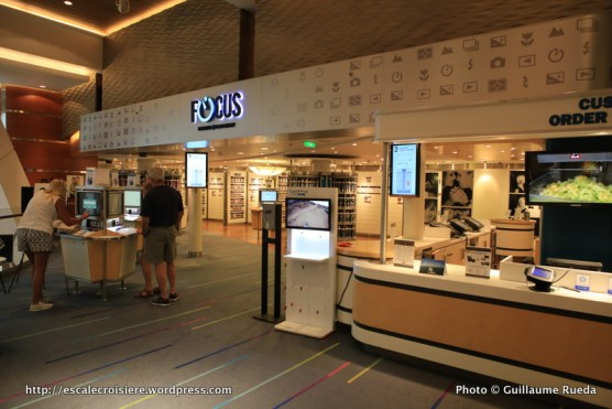 Allure of the Seas - Royal Promenade - Boutique photo