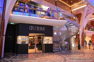Allure of the Seas - Royal Promenade - Boutiques