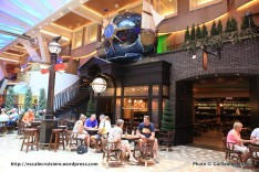 Allure of the Seas - Royal Promenade - Bow and Stern pub
