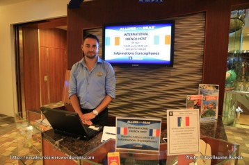 Allure of the Seas - Royal Promenade - Permanence francophone tenue par Kevin