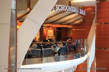 Allure of the Seas - Royal Promenade - Schooner bar