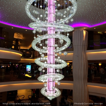 Norwegian Epic - Chandelier du restaurant Taste