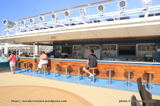 Norwegian Epic - Wave pool bar