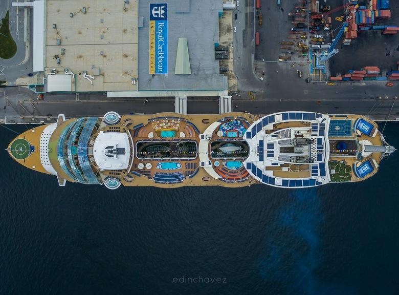 Oasis of the Seas - Royal Caribbean - Edin Chavez