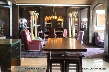 Celebrity Silhouette bar - Cave Masters