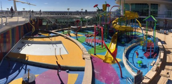 Liberty of the Seas - Splash away bay - Nick Weir