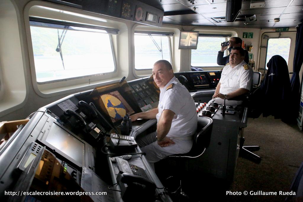 Belle de l'Adriatique - Passerelle de commandement - Gjuro Vidak second et le capitaine Dabelic Ivica