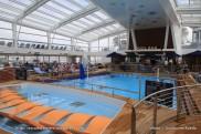 Ovation of the Seas - Piscine intérieure