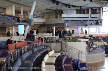 Ovation of the Seas - Two70° Lounge
