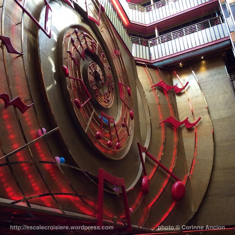 Costa Pacifica - décoration sur le thème de la musique - Atrium