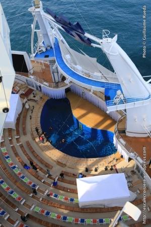 Harmony of the Seas - AquaTheater
