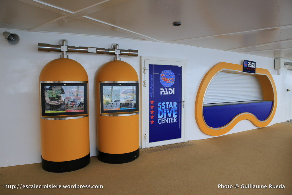 Harmony of the Seas - Boutique Diving Padi - Pool zone