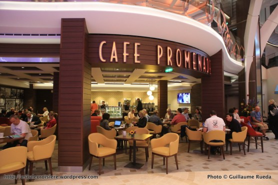 Harmony of the Seas - Cafe promenade