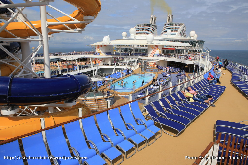 Harmony of the Seas - Main Pool - Piscine près de Perfect Storm
